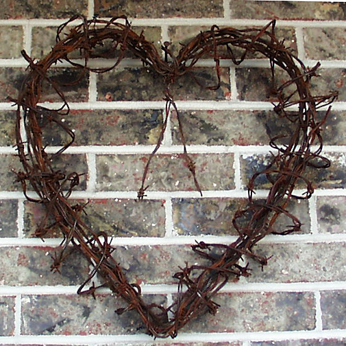 Barbed wire art heart wired